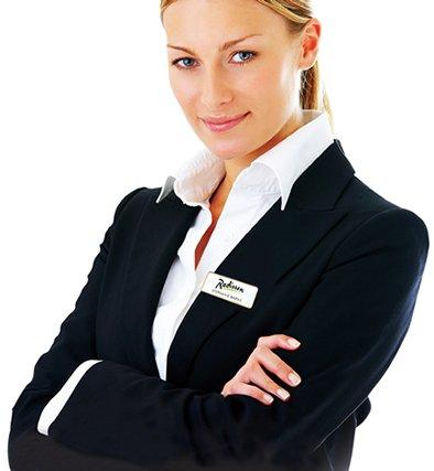 Tại sao nên đặt in biển tên cho nhân viên trong công ty?