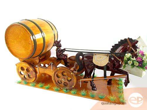 Quà tặng xe ngựa kéo trống rượu cho dịp tết
