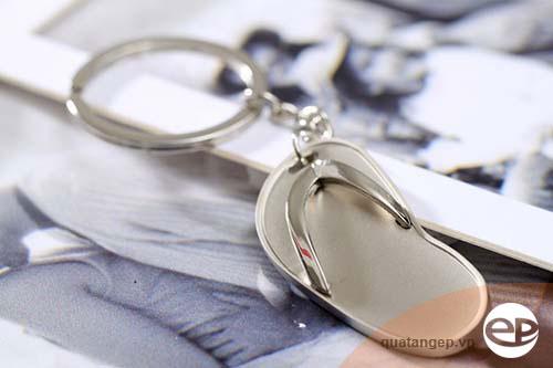 Móc khóa kim loại quà tặng bền mãi với thời gian