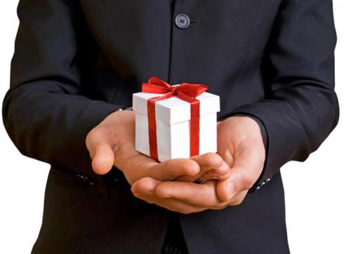 Khi mua quà tặng đối tác nước ngoài cần lưu ý những gì?
