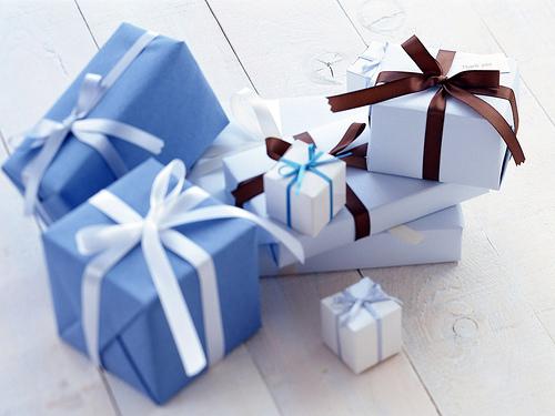Nên tặng quà gì cho khách hàng nữ?