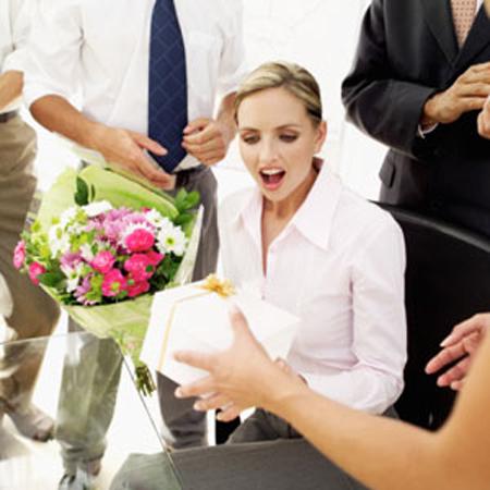 Quà tặng sinh nhật cho nhân viên nên chọn quà gì?