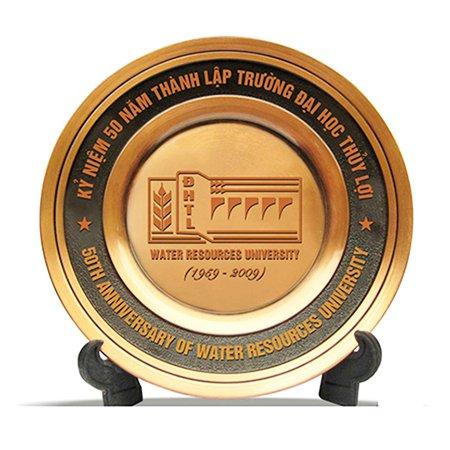 Quà tặng kỷ niệm chương – quà tặng phần thưởng không thể thiếu cho doanh nghiệp